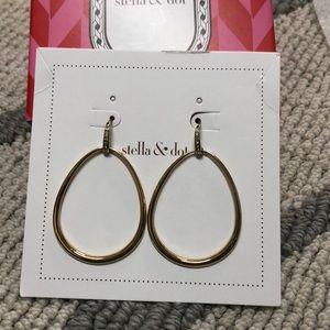 Stella and Dot goddess tear drop earrings